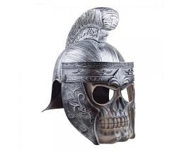 Helm mit Totenkopf